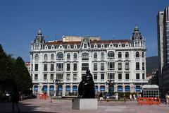 Edificio Santa Lucía. Plaza La Escandalera. Oviedo.