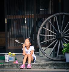 Bubbly evening (Huey Yoong) Tags: street summer girl japan kid asia child streetphotography bubbles local roadside takayama japanesegirl blowingbubbles eastasia japanesealps childrensportraits travelphotography peopleportraits centraljapan hidaprefecture