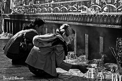 Golden Rock (david.beuret) Tags: voyage travel blackandwhite woman contrast canon temple asia peace noiretblanc femme prayer monastery pace myanmar asie meditation rocher monastre goldenrock boudhist birmanie canoneos7d rocherdor rocherdormyanmar