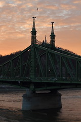 IMG_8472 (bencze82) Tags: budapest szabadság híd bridge gellérthegy duna danube donau canon eos 700d voigtländer color ultron 40mm hungary magyarország sunset naplemente felhők clouds colorful river folyó landscape város city cityscape