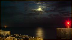 Ingresso al Porto di Marina di Pisa... (leon.calmo) Tags: canon luna porto riflessi notturno scogli marinadipisa eos50d leoncalmo