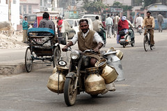 JAIPUR - Rajasthan - India (Michel Delfeld) Tags: voyage hotel lac moto lait jaipur personne rajasthan smugmug inde vhicule livreur