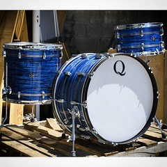 Here's a beautiful mahogany/poplar/mahogany kit wrapped in blue strata with brushed aluminum inlays. On it's way to the UK! #qdrumco #mahogany #bluestrata #drums