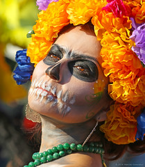 Dia de Los Muertos Hollywood Forever Cemetery 11.2.13 30 (Marcie Gonzalez) Tags: california county ca cemeteries usa face cemetery festival america canon de dayofthedead dead mexico skeleton photography skull costume los day remember mask angeles painted united families north festivals traditions dia calif southern mexican celebrations socal cal hollywood diadelosmuertos muertos ritual forever states hispanic hollywoodforevercemetery gonzalez skeletons tradition marcie rituals remembering 2013 so