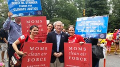 Photo of MCAF Field Staff with NYC Comptroller Scott Stringer in NY at the People's Climate March on September 21st.