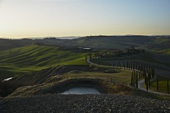 Waiting for the end of the day (Antonio Cinotti ) Tags: asciano4stagioni baccoleno landscape paesaggio toscana tuscany italy italia siena hills colline campagnatoscana cretesenesi asciano nikond7100 nikon d7100 rollinghills nikon1685 sunset