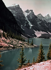 DOS22-33 (mudsharkalex) Tags: canada alberta banffjasperhighway banffjasperhwy icefieldsparkway icefieldspkwy morainelake valleyofthetenpeaks storeboughtslide storeboughtslides