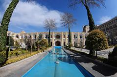 sfahan Hotel Abbasi (Sinan Doan) Tags: iran ran isfahan esfahan sfahan hotelabbasi abbasikervansaray kervansaray hotel abbasicaravanserai architecture nikon iranian persian  iranphotos