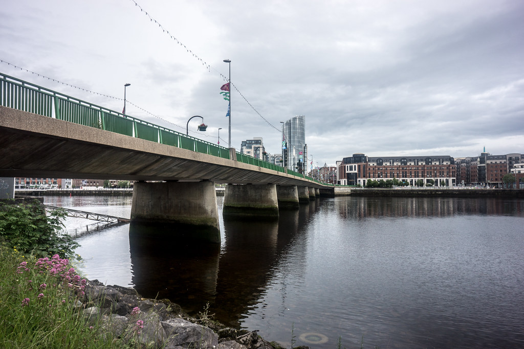 IMAGES FROM THE STREETS OF LIMERICK - THE SHANNON BRIDGE