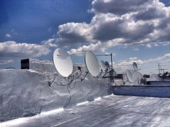 Rooftop Summer Serenade, 2014 (King of Iona) Tags: nyc rooftop brooklyn bayridge satellitetvdish