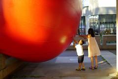 Kurt Perschke, RedBall Montréal, 1er septembre 2014 (art_inthecity) Tags: artpublic publicart montréal montreal canada kurtperschke redball redballmontreal red rouge placedesarts creativecommons attribution