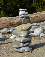 The Line (Claude@Munich) Tags: rock stone germany bayern bavaria linie oberbayern upperbavaria stack line steine pebble shore balance cairns ufer isar ephemeral waterside staple stapel claudemunich isarufer badtlzwolfratshausen gravelbank