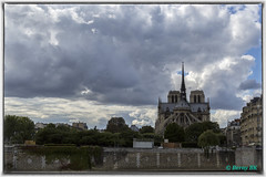 Majestueuse Notre-Dame - The majestic Notre Dame (bernard78br) Tags: paris seine canon eos notredame ville markiii 5dmarkiii nicksoftware lightroom5 objectifsreflex 0retenue 40mmf28stmcanon