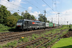 E-loc 189 282-7(Emmerich 31-8-2014) (Ronnie Venhorst) Tags: railroad train canon de deutschland eos rebel d siemens eisenbahn rail railway zug bahnhof sbb cargo container railwaystation shuttle loc t3 bahn trein spoor duitsland 1100 189 spoorwegen lok treinen 2014 spoorweg 282 emmerich dloc emmerik br189 goederentrein 1100d materieel containertrein dlok eos1100d spoormaterieel eos1100