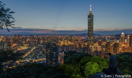 Night falls on Taipei