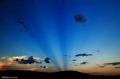 Al atardecer y por levante (tonomf) Tags: light sunset sky luz clouds atardecer nikon east cielo nubes nikondigital rayosdesol rayosdeluz levante nikondsrl nikond5100