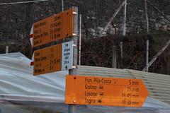 Wegweiser Intragna statione FART ( TI - 339 m - Standorttafel Tessiner Wanderwege ) im Dorf Intragna im Kanton Tessin der Schweiz (chrchr_75) Tags: hurni170221 hurni christoph chriguhurnibluemailch februar 2017 februar2017 wegweiser standorttafel kanton tessin kantontessin südschweiz schweiz suisse switzerland svizzera suissa swiss