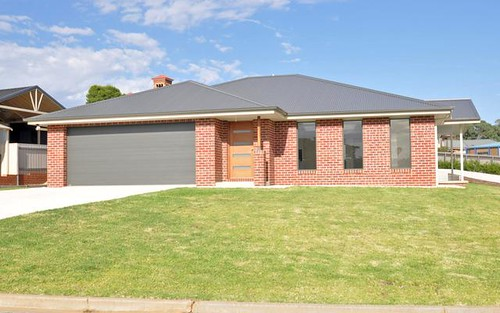 1/4 John Potts Drive, Junee NSW