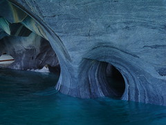 DSC05644 (kremer.christiane) Tags: chile caves cueva stone piedra rock roca marble mármol agua water lake lago landscape paisaje nature naturaleza hole hueco