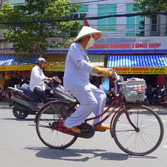 N29 BIKES MOPEDS VLOS MOBYLETTES CYCLO-POUSSE VIETNAM, Motorbikes Scooters, Moto-Taxi, Taxi-Honda, Honda Yamaha Vespa Mobs Vietnamiens Vietnamiennes, Vietnamese People, Urban City traffic, Trafic Urbain, Bicyclettes (tamycoladelyves) Tags: city urban woman man men honda women asia vietnamese vespa traffic bikes vietnam mopeds yamaha bici scooters mbk asie transports rickshaw circulation motorbikes saigon hochiminhcity fahrrad bicicletas peugeot mobs cyclo nationalgeographic motobecane motos vlos motocicleta trafic fahrrder urbain ciclo routard carnetdevoyage mofa cyclopousse mototaxi travelbook bicyclettes vietnamiens embouteillage sudest vietnamesepeople hochiminhville tphcm thanhphohochiminh ciclomotores ciclomotori mobylettes  tucktuck vietnamiennes encombrement motocyclettes trafficurbain triporteurs  urbantrafic vlomoteurs journeydiary taxihonda scooteurs deciclo lonleyplanete