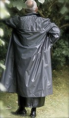 (klep-o-holic) Tags: mac skirt rubber gummi raincoat mackintosh klepper rillo regenmantel kleppermantel gummimantel