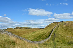 Kings Wicket between Housesteads and Sewingshields Crag (After-the-Rain) Tags: northumberland hadrianswall northumberlandnationalpark hadrianswallpath kingswicket sewingshieldscrag joanthirlaway cuddyscrag nikond7100