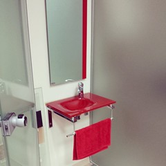 #simpasglass #showroom #ioannina_city #ioannina #ιωαννινα #κοκκινο #χρωμα #νιπτηρας #γυαλινος #καθρεπτης #πορτα #glass