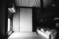 Loft bed DX (Jim Davies) Tags: slr film japan radio kyoto sony 28mm picasa olympus om10 ishootfilm xp2 analogue ilford 400asa dx machiya c41 chromogenic dxing veebotique filmfilmforever icf07