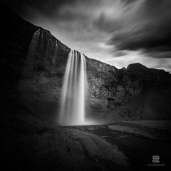 Majestic Selja (S.D.G Photographie) Tags: sky blackandwhite bw cloud black cold fall water contrast canon blackwhite iceland ross big eau cloudy falls ciel filter lee foss chute bwphotography islande stopper seljalandfoss fossar selja chutte