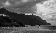 sin titulo (TALOS300) Tags: blackandwhite bw espaa blancoynegro mar panasonic nubes tenerife altocontraste vieteado lumixfz200