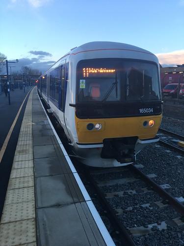 165034 ready to work 1H67 17:46 Banbury to Marylebone. 27/2/17
