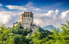 Sacra di San Michele (fede_gen88) Tags: blue sky italy mountains green church nature abbey clouds landscape spring