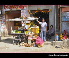Aravalli: A peddler with his family in Sadri village (Olivier Simard Photographie) Tags: people india man evening women colorful village child market couleurs picture stall enfants soire diwali saree march sari rajasthan hawker femmes homme regards streetvendor ranakpur inde streetshot candidshot sadri aravalli voiles scnederue marchandambulant palidistrict    taldemarch   oliviersimardphotographie  httpelephantravelcom