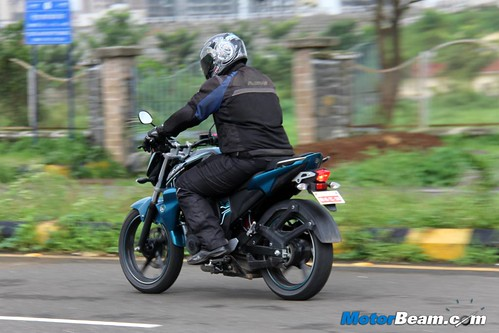 2014-Yamaha-FZ-V2-22