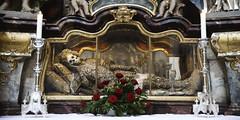 stiftsbasilika waldsassen 7507 (s.alt) Tags: church abbey bayern bavaria basilica kirche monastery skeletons baroque innenraum barock chor kloster basilika oberpfalz reliquien schatz kapelle stjohntheevangelist waldsassen klosterkirche wahrzeichen skelett parishchurch szene empore katakomben pfarrkirche abtei kirchenschiff zisterzienser chorgestühl abteikirche barockkirche gruft baroquestyle hauptschiff pfeilerbasilika assumptionofmary zisterzienserkloster stiftsbasilika kirchenraum stuckatur upperpalatinate mariähimmelfahrt stjohannesevangelist geweiht zisterzienserinnen hochbarock basilicaminor bistumregensburg catholicparishchurch klosterwaldsassen katakombenheilige zisterzienserinnenabtei georgdientzenhofer cistercianabbeychurch deckenfresken waldsassenabbey mönchschor adalberteder 103register waldsassenbasilica böhmischerhochbarock kirchenbaumeister abrahamleuthner abtalberthausner reliquienschatz klostergruft zisterzienserniederlassung jewelledskeletons bohemianhighbaroque