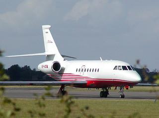 VP-CGM Falcon 2000 Kidlington 20-07-03