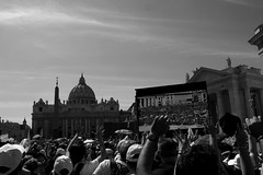Piazza San Pietro - La chiesa per la scuola (aligranu) Tags: bw italy vatican rome roma church italia catholic religion italu vaticano papa christianity sanpietro vaticancity piazzasanpietro bergoglio chiesacattolica papafrancesco