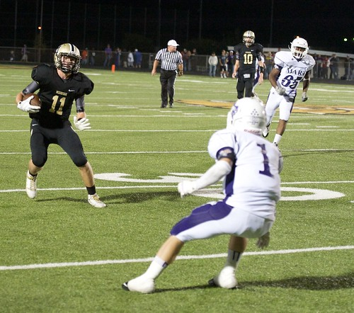 """Picking up yards after the catch vs. Mart. 9.12.2014. Sophomore year. • <a style=""""font-size:0.8em;"""" href=""""http://www.flickr.com/photos/38444578@N04/15081563670/"""" target=""""_blank"""">View on Flickr</a>"""