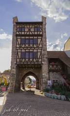 Tower's defence from Alsace.jpg (js_stdio_68) Tags: road old blue summer flower tower clouds nice time pics sunday 24mm fullframe 1320 f11 ff defence 6d iso500 worrking