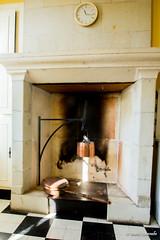 Château de la Vienne (feellen) Tags: chateau châteaux château touraine visite maison pierre tuffeau tours centre campagne ancien vieux beau france vienne cheminée cuivre popote gamelle chaudron horloge damier manteau suie de taille