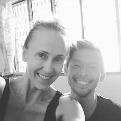 おはよ〜ございます🌸 Memories of Mysore with Becky from  長いおつきあいになってきたな〜〜 ベッキーとは💖 #yoga #yogawear #indigodie #indigo  #奄美藍染め #Hoodie #Leggings #afromasters #Hanumoon #ashtangayoga #Tshirts #TankTop #藍染め #MadeinJapan #organic #organicc