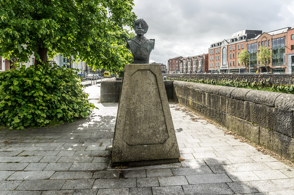ANTI-WAR MEMORIAL [THE SOLDIER] ON GEORGES QUAY BY VINCENT BROWNE