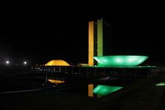 "Y Brasil se visti de ""Verde & amarelo"" (alestaleiro) Tags: brazil verde niemeyer arquitetura bandeira brasil architecture cores arquitectura df capital amarelo senado noturna verdeeamarelo nocturna noite congreso modernismo brasilia congresso oscarniemeyer luciocosta alestaleiro"