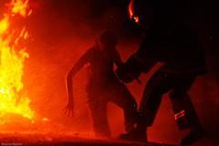 Hoguera de San Juan (Sonia Montes) Tags: color noche gente social sanjuan fuego hoguera bombero