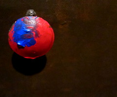 Cuidado! Isso foi pintado hoje! (Américo Meira) Tags: blue red black azul rouge rojo noir negro preto vermelho bleu noire puxador maçaneta eslovénia liubliana parachallengeyou parafactory paragame