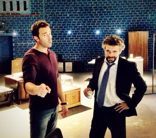 López (Fernando Gil) y Serra (Pau Durà) grabando en el CNI
