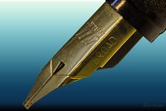 tudedude dorset gbr macro stacked stackedimage fountainpen nib goldnib pennib writing script imagestacking zerenestacker