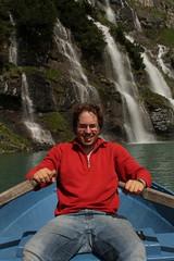 Ich unterwegs mit dem Ruderboot auf dem Oeschinensee ( Bergsee - See - Lac - Lake ) oberhalb von Kandersteg im Berner Oberland im Kanton Bern in der Schweiz (chrchr_75) Tags: lake me lago schweiz switzerland see waterfall suisse wasserfall swiss lac kandersteg slap juli christoph svizzera bergsee cascade ich berner cascada berneroberland  oberland 2014  jrvi waterval  suissa  oeschinensee s vattenfall vodopd chrigu wodospad vandfald 1407 kantonbern alpensee chrchr hurni seeli chrchr75 chriguhurni christophhurni hurnichristoph albumjustme bergseeli chriguhurnibluemailch albumwasserfllewaterfallsderschweiz albumbergseenimkantonbern juli2014 albumwasserflleimkantonbern hurni140731 albumoeschinensee