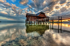 The Boathouse (Nelofee-Foto) Tags: travel sunset lake reflection tourism clouds germany bayern deutschland bavaria see europa europe sonnenuntergang wolken boathouse ammersee spiegelung reise bootshaus sehenswrdigkeit lakeammersee