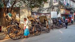 Calcutta - Station de rickshaws (Gilles Daligand) Tags: station rickshaws kolkata calcutta inde westbengal attente